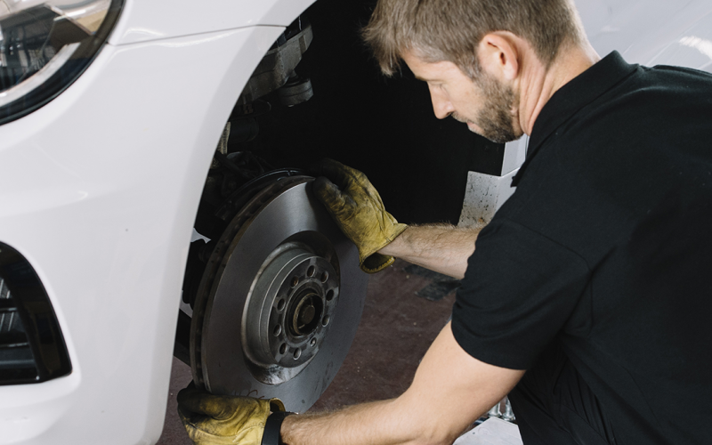 Motorcraft® or Omnicraft™ Complete Brake Service incl. Machining Rotors*